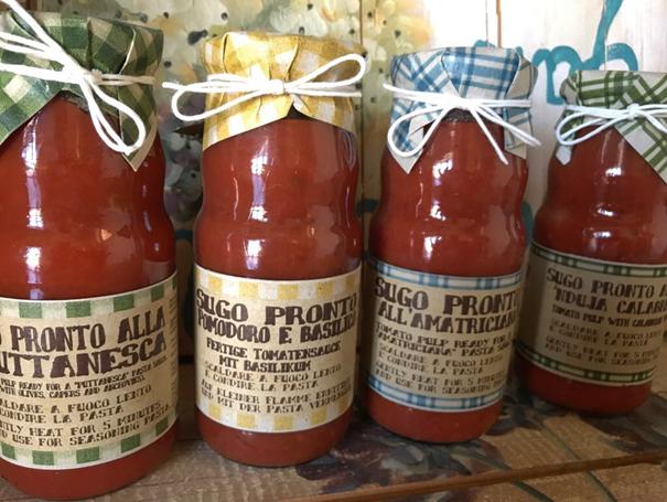 Pasta saus met tomaat en basilicum
